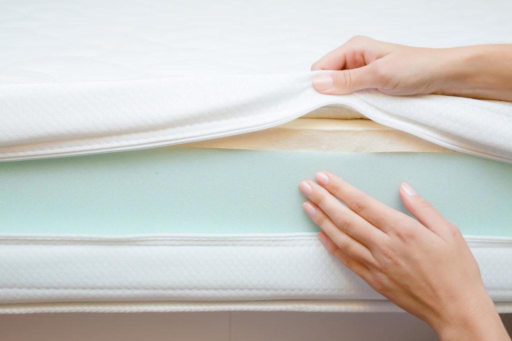 Schoon maken traagschuim matras